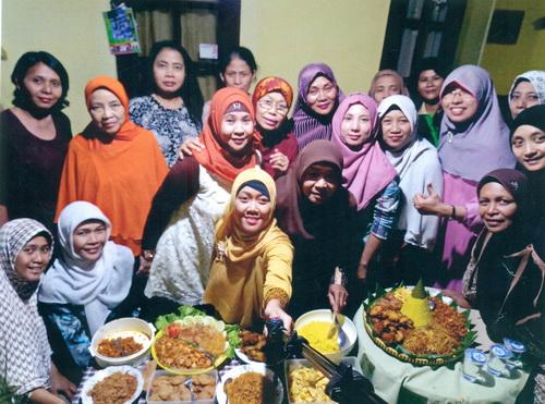 Beragam Makanan Jadi Tumpeng Kebersamaan